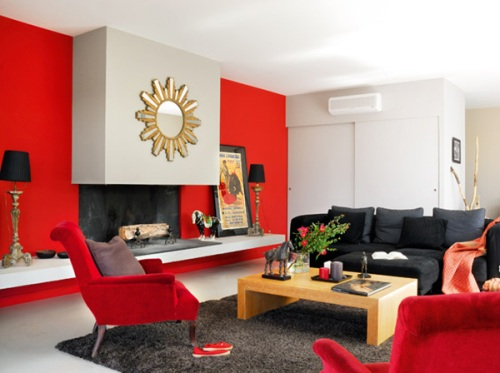 phòng khách với màu đỏ trắng