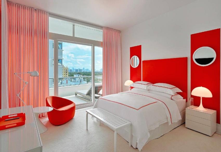 phòng ngủ màu đỏ và trắng