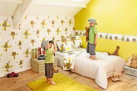 Màu sơn vàng hỗ trợ rất tốt cho tinh thần sáng tạo và học tập của bé